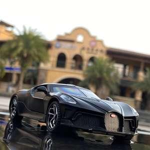 Коллекционная модель спортивного автомобиля Bugatti La Voiture Noire [1:32]