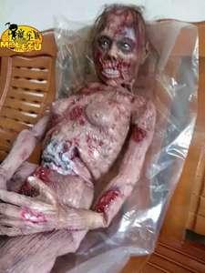 Полноразмерная модель зомби-женщины